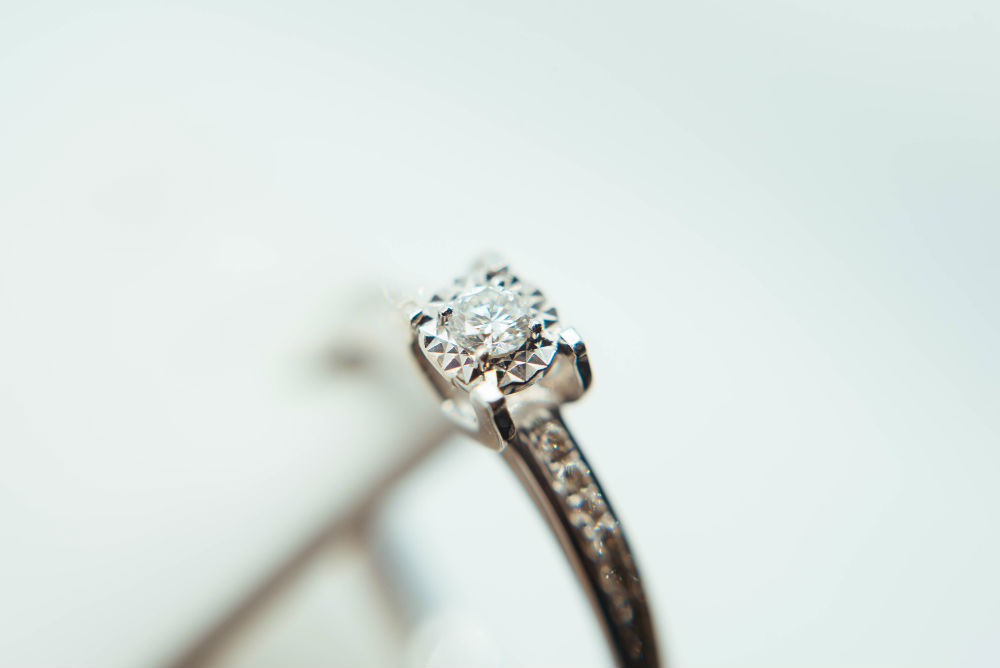 Expert Tips on Choosing a Diamond Your Fiancée Will Swoon Over